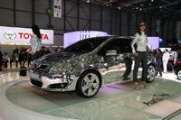Toyota présente deux concept cars hybrides et l'Auris 3 portes