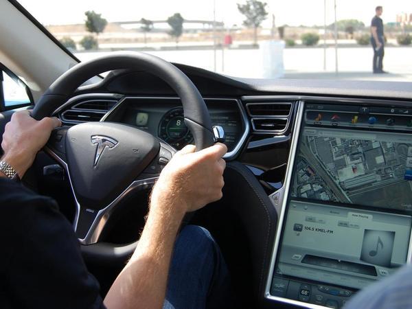 Tesla en négociation avec Google pour un futur véhicule autonome
