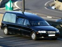 Un véhicule corbillard turc, une planque pour deux clandestins