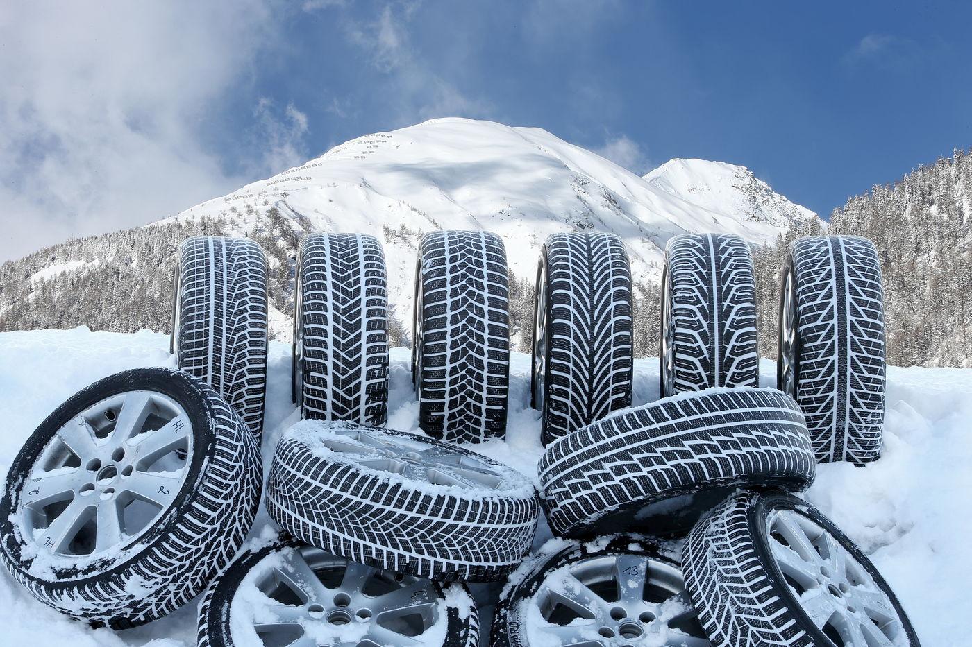 Les pneus étroits sont plus efficaces sur la neige