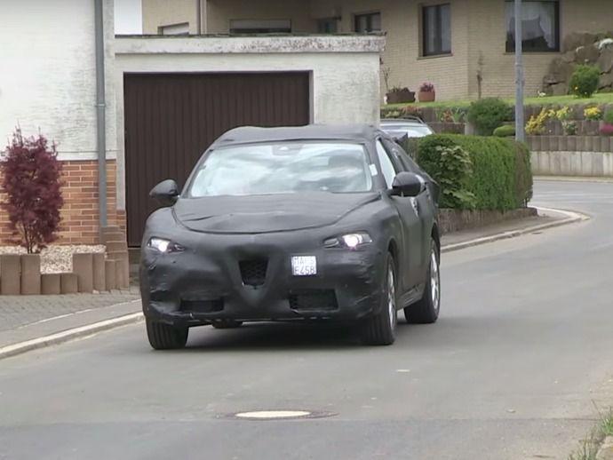 Scoop : le SUV à venir Alfa Romeo Stelvio rôde près du Nürburgring