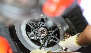 MotoGP: nerfs d'acier et disques carbone de Márquez sous la pluie