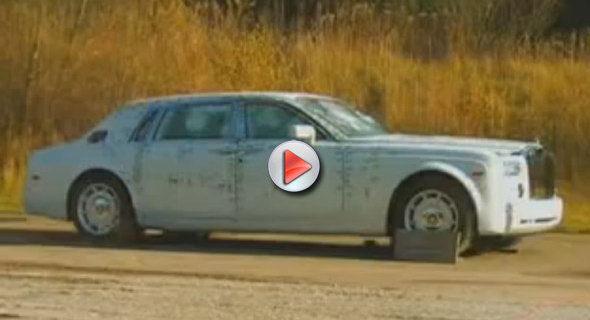 [Vidéo] Tirs à la mitraillette et à l'explosif sur une Rolls-Royce Phantom