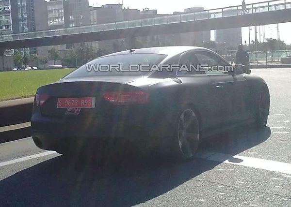 Spyshot : l'Audi RS5 court toujours, elle se réfugie à Barcelone