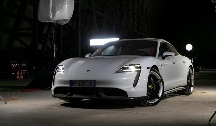 Porsche Taycan : électrisante - Vidéoau salon de l'auto Caradisiac 2020