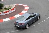 La Renault Laguna Coupé se prend pour une F1 sur le circuit de Monaco [Vidéo]