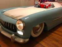 Il transforme une épave en lit pour son fils