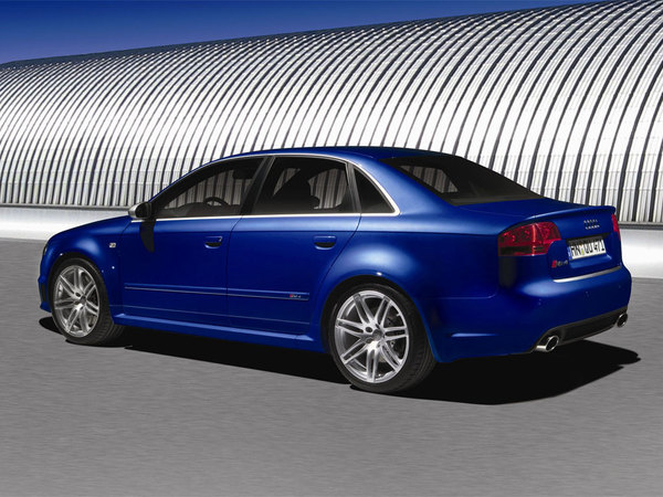 Coucou, revoilà l'Audi RS4!