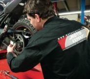 Moto Expert ouvre un service rapide.