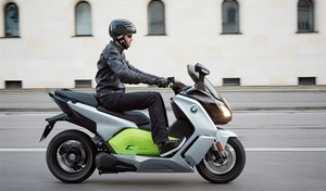 Covid-19: les scooters s'invitent à New York