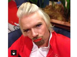 (vidéo) Richard Branson se travestit en hôtesse de l'air