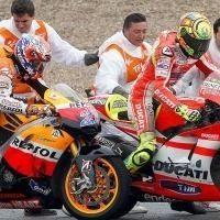 Moto GP - Espagne: Casey Stoner ne croit pas en la sincérité des excuses de Valentino Rossi