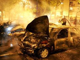 """Nouvel An : pas de chiffre de voitures brûlées mais """"plus calme que les années précédentes"""" selon la police"""