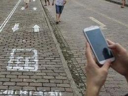 Chine : un couloir piéton réservé pour les drogués du smartphone