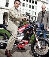 """Ecologie - Motos électriques: Le """"Gouvernator"""" dévoile ses batteries"""