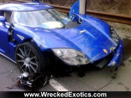 Cauchemar pour un vendeur de voitures : il crashe la Koenigsegg CCX de son client dans une Porsche 911 GT2