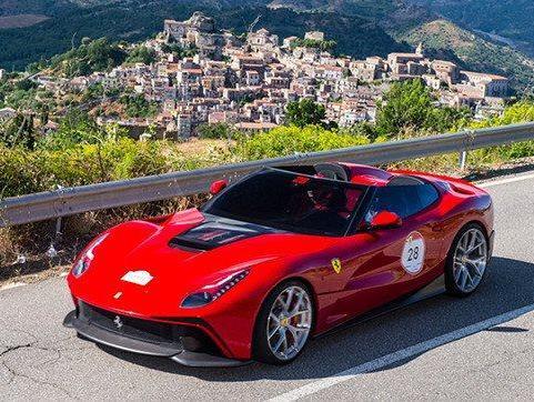 Rapid'news - La future Ferrari F12 NART Spyder en approche...