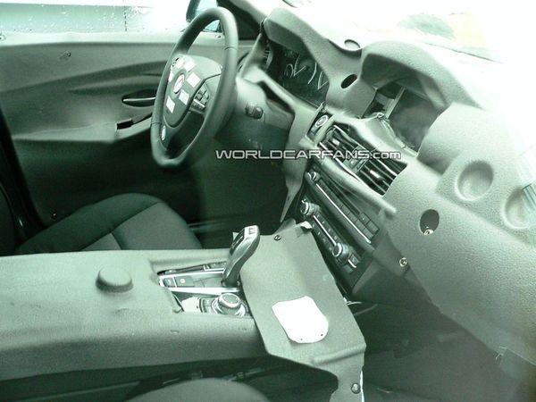 Spyshot : la future BMW Serie 5 montre son habitacle