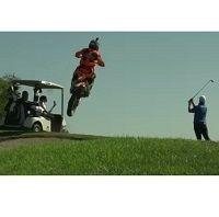 """Vidéo : Ronnie Renner s'offre le """"kiff"""" du green de golf!"""