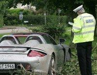 Dad, bad driver : Papa Hamilton crashe une Porsche Carrera GT