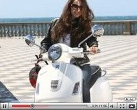 Vidéo moto : 60 ans de Vespa, 60 ans de girls