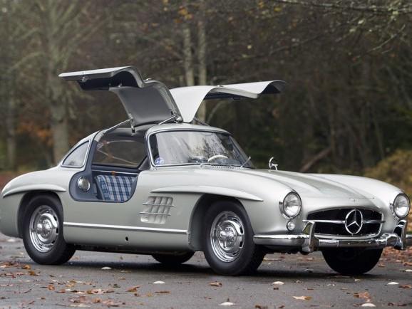 Une Mercedes 300 SL de 1955 vendue 3,5 millions d'euros