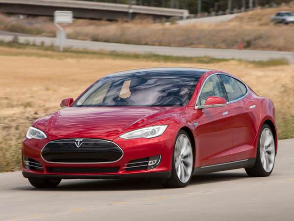 tesla la model s autonome sous investigations. Black Bedroom Furniture Sets. Home Design Ideas