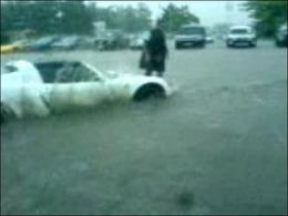 Vidéo : Opel Speedster sous la pluie => baignoire..