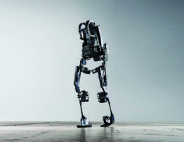 BMW : des ouvriers qui travaillent avec un exosquelette