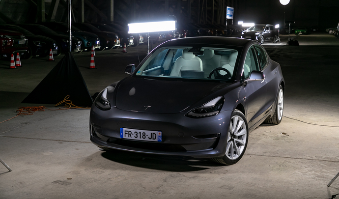 Tesla Model 3: le raz-de-marée -  Salon de l'auto Caradisiac 2020