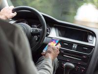 Enquête: la moitié des français utilisent leur téléphone au volant