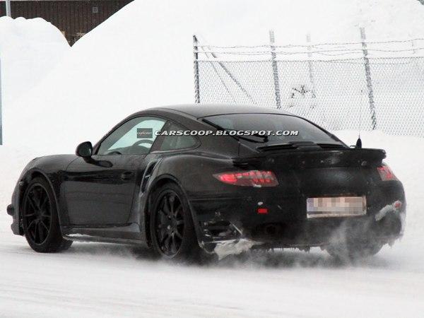 Surprise : la future Porsche 911 Turbo à la neige