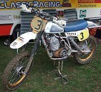 Les moto de cross anciennes ressortent des garages