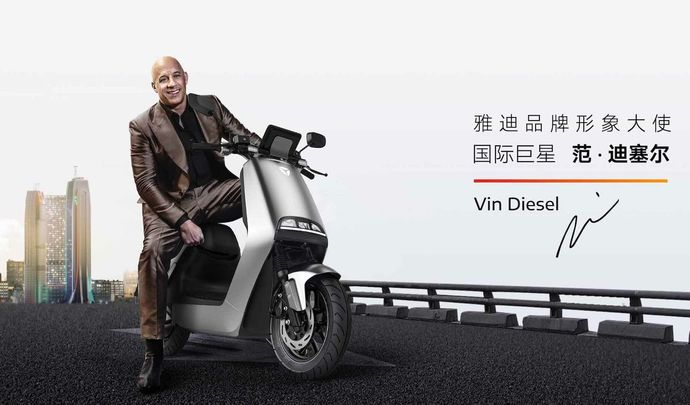 L'acteur Vin Diesel fait la promotion d'un scooter électrique