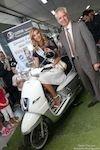 Peugeot Scooters : Miss France 2015 roule en Django 125 Evasion