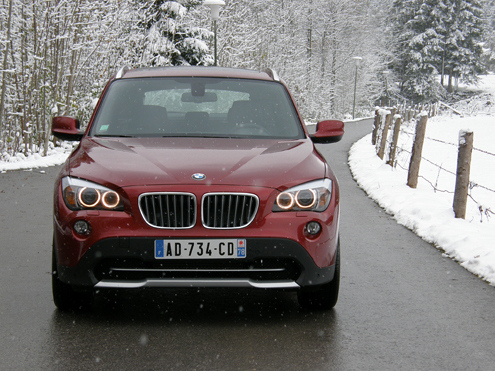essai vid o bmw x1 xdrive 23d un crossover qui fait le break. Black Bedroom Furniture Sets. Home Design Ideas