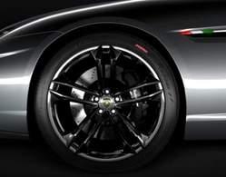 Lamborghini URUS : concurrente des Aston Martin Rapide et Porsche Panamera