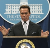 Schwarzenegger poursuit sa guerre contre la pollution
