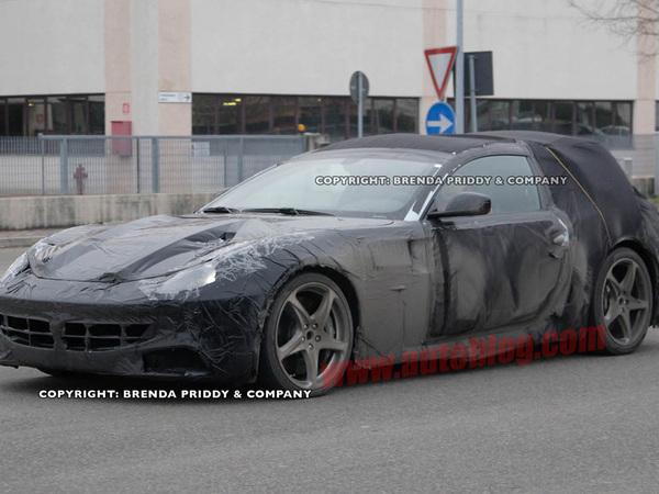 Spyshot : la remplaçante de la Ferrari 612 Scaglietti ressort du bois