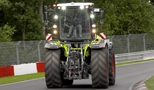 Il réalise le tour du Nürburgring au volant d'un tracteur