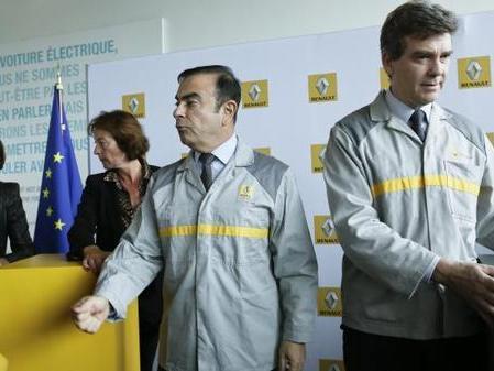 Renault flins et ses deux ouvriers de marque point trop n 39 en faut - Point trop n en faut ...