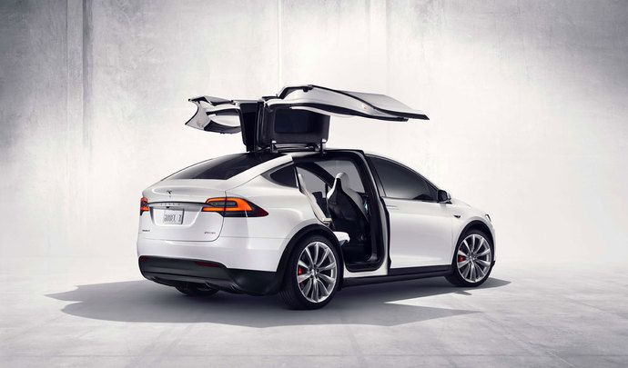 tesla nouvelle entr e de gamme pour le model x. Black Bedroom Furniture Sets. Home Design Ideas