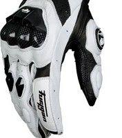 Du racing mais aussi un prix: les gants Furygan AFS8.