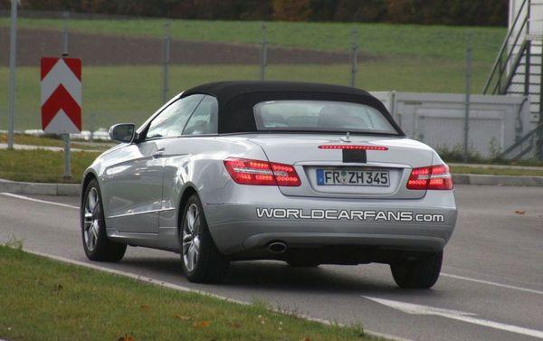 Spyshot : la Mercedes Classe E Cabriolet tombe peu à peu le camouflage
