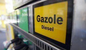 Diesel : hausse des taxes à la pompe pour aider les équipementiers