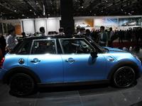 Nouvelle Mini 5 portes, Mini mature - Vidéo en direct du salon de Paris 2014
