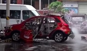 Chine : une voiture électrique explose pendant la charge