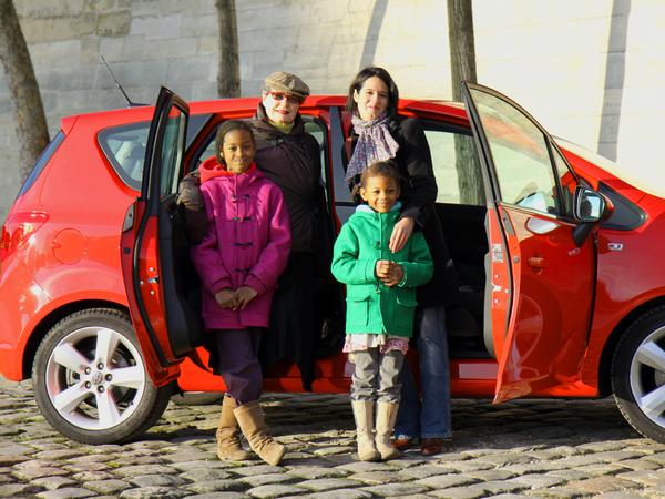 Nos drôles de dames testent l'Opel Meriva