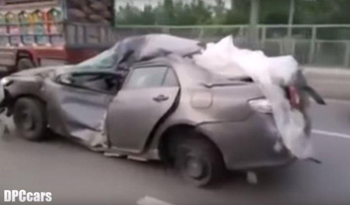 Insolite : une Toyota invincible roule encore après un gros crash