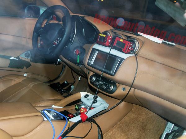 Remplaçante de la Ferrari Scaglietti : première vue de l'intérieur